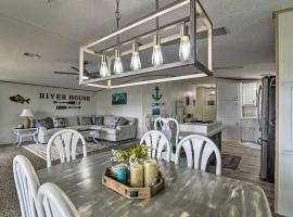 Retreat on the River with Boat Slip, Porch, and Grill!, villa in Homosassa
