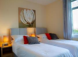 Carvetii - Fox House - 1st floor flat sleeps up to 8, pet-friendly hotel in Dunfermline