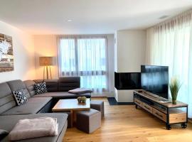 Luxus Neubau 5 min zu Caumasee & Talstation - mit Kamin - Regendusche - Netflix & Smart TV in allen Zimmern, Hotel in der Nähe von: Caumasee, Flims