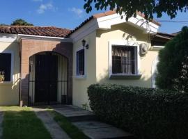 3 rooms house, villa in Managua