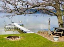 Lake Leelanau Cottage for Weekly Rental sat to sat, vacation rental in Traverse City