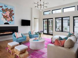 **Modern and Cool Luxury Getaway**, villa in San Antonio