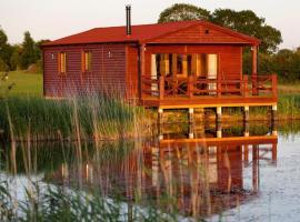 Lakeside Fishing Lodges, hotel in Old Leake