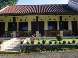 Le Desa Flat Room, hotel near Dieng Plateau, Kertosobo