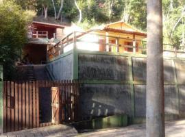 Casa em meio as montanhas de Itaipava, pet-friendly hotel in Petrópolis