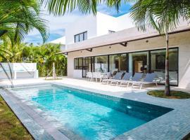 Modern Villa with Pool in Punta Cana, hotel i nærheden af Punta Cana Internationale Lufthavn - PUJ,