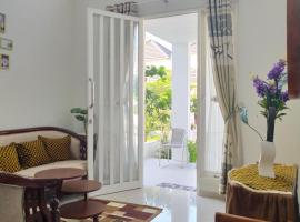 Alysahouse - Two Bedrooms, family hotel in Batu