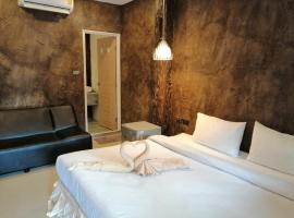 The Last Bar Guesthouse & seafood, hotel in Railay Beach