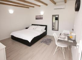 Studio apartments Tara, hotel near Ferry Port Zadar Gazenica, Zadar