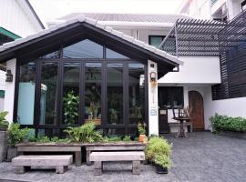 Baan Lung Poshtel, hostel in Chiang Mai