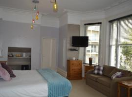 The Sheldon B&B - FREE private parking, hotel in Eastbourne