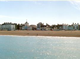 Tranquil Beachfront Deluxe Two Bedroom Apartment, apartment in Kent