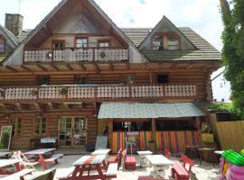 ŁEBSKA CHATA RYBAKA – hotel w pobliżu miejsca Wystawa Interaktywna Illuzeum w Łebie