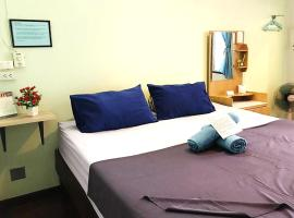 Wayside Guesthouse, guest house in Chiang Mai