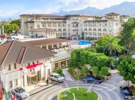 SAVOY Luxury Ottoman Palace & Casino: Girne'de bir otel