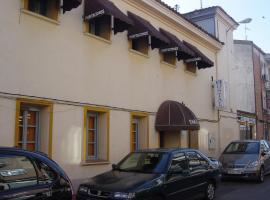 Hostal Emilio Barajas, pet-friendly hotel in Madrid