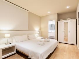 Ola Living Hostal Diagonal, apartment in Barcelona