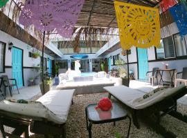 Hotel Perico Azul & Surf Camp, hotel in Jacó