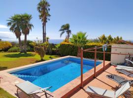 Villa Carioca - with private pool, marvelous garden and amazing ocean view, villa in Sauzal