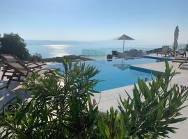 Villa Salina Luxury Pool Villa, hotel in zona Spiaggia di Lalaria, Kechria