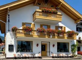 Gästehaus u Ferienwohnungen Veronika incl Frühstücksbuffet und KönigsCard, hotel near Steckenberg Ski Lift, Unterammergau