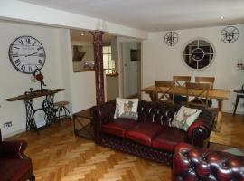 Old town Brewery Apartment, hotel near Palace of Holyrood House, Edinburgh