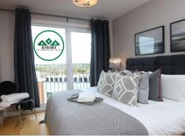 Aisiki Apartments at Clarendon Lofts 2Bedroom and 2Bath King or Twin beds with FREE WIFI FREE PARKING, hotel near Watford Junction, Watford