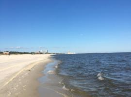 Charmingly Coastal Condo, apartment in Biloxi