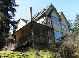 Wisteria Honeymoon Cottage - Suite of Angels, hotel in Sooke
