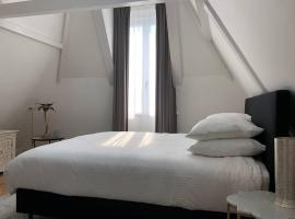 Luxe Suites Roses, B&B in Amsterdam