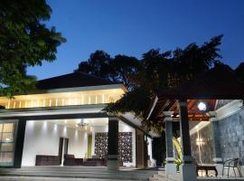 Villa Sanlias, villa in Bogor