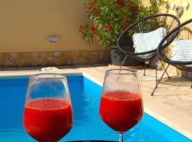 Holiday Home Mala kuća, hotel near Benazic Winery, Pula