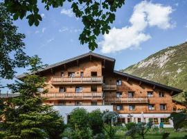 Hotel Aurora, hotel in Lech am Arlberg