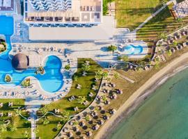Golden Bay Beach Hotel, hotel in Larnaca