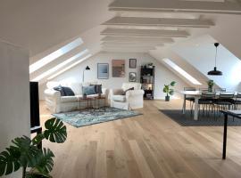 Adnana - Big 3 Bedroom Apartment - Heart of Aalborg, hotel near Aalborg Airport - AAL,