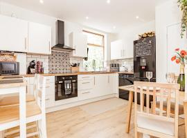 A'nB OXFORD - LOCATION LOCATION LOCATION!! Contemporary 2-bed FLAT with private lock-up parking in CENTRAL OX1, accommodation in Oxford