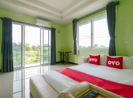 OYO 956 Thachang Resort, hotel in Kanchanaburi City