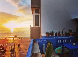 La Ventana Azul Surf Hostel, hostel in Las Palmas de Gran Canaria