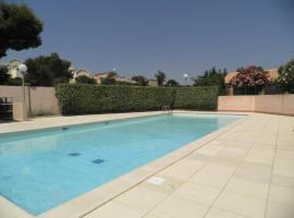 maison de vacances dans une residence securisée avec parking et piscine ouverte du 15 juin au 15 septembre, holiday home in Gruissan