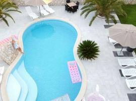 Apartments Roxsi, self catering accommodation in Novalja
