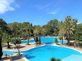 Camping La Torre del Sol, glamping site in Montroig