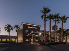 La Quinta Inn & Suites by Wyndham Las Vegas Nellis, hotel near Nellis Air Force Base, Las Vegas