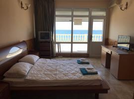 Море за окном Эллинг Азовская 7, отель в Лоо