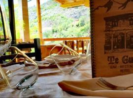 Bar Restaurant Hotel ''Te Gusti'', hotel in Tamarë