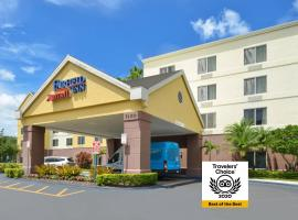 Fairfield Inn Orlando Airport, hotel with jacuzzis in Orlando