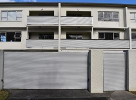 Full Apartment with Parking, apartment in Auckland