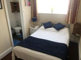 Victoria House - Adult Couples Only - Self Catering Quiet Guesthouse - Social Distance Observed - 5 night min, guest house in Blackpool
