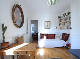 private room in the center of Paris, homestay in Paris