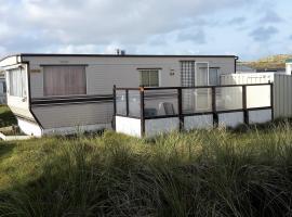 AMELAND-Nes-Duinoord: Stacaravan (chalet) + fietsen direct aan zee!, self catering accommodation in Nes