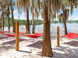Grand Beach Resort By Diamond Resorts, hotel with jacuzzis in Orlando